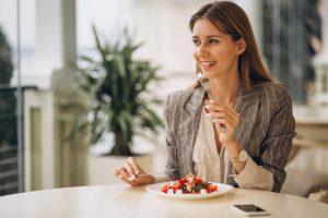 شروع به خوردن یک رژیم متعادل کنید