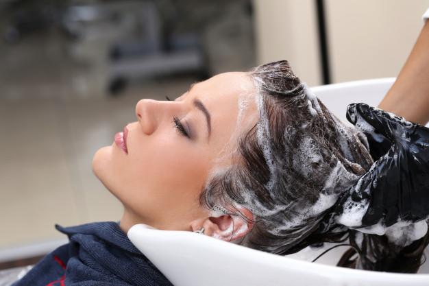 آیا درست است که زیاد سر را بشویید موهایتان می ریزد؟