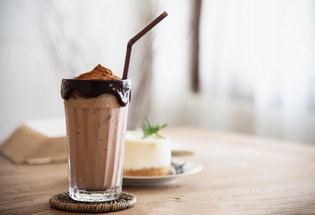 شیک شکلاتی خوشمزه با کره بادام زمینی